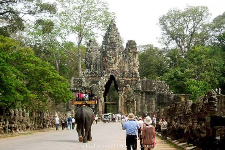 Siem Reap Tour: Angkor Wat & Floating Village