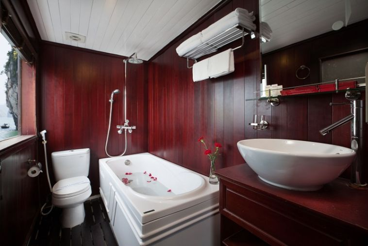 Honeymoon-Suite-Bathroom